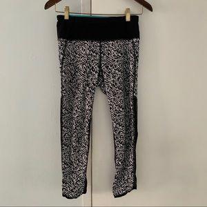 LULULEMON black & white capris workout leggings 4